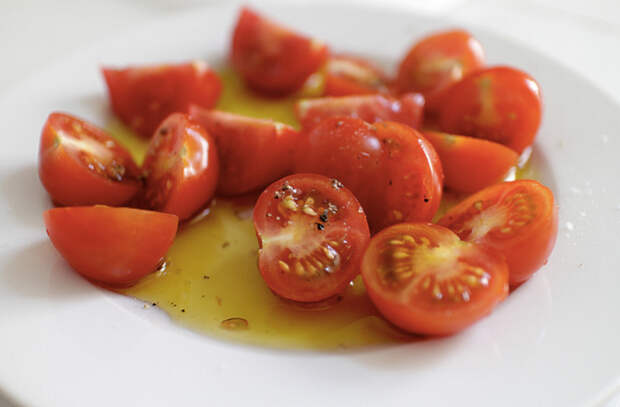 Вялим помидоры в духовке: закуска хранится месяцы и разлетается за минуты