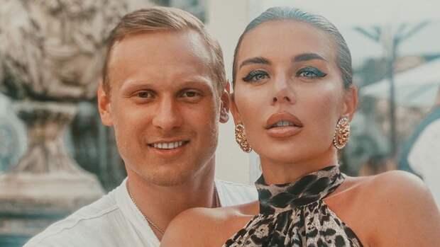 Анна Седокова намекнула, что год содержит потерявшего работу мужа