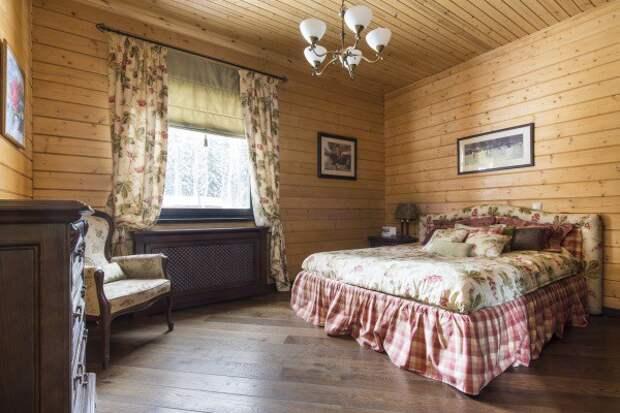 Потолок в брусовом доме, подшитый вагонкой
