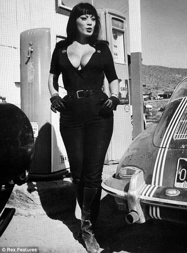 Красотка из 60-х Тура Сатана