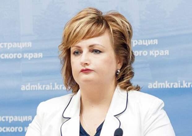 Чиновница отчитала врачей за то, что не могут сами себе сшить бахилы