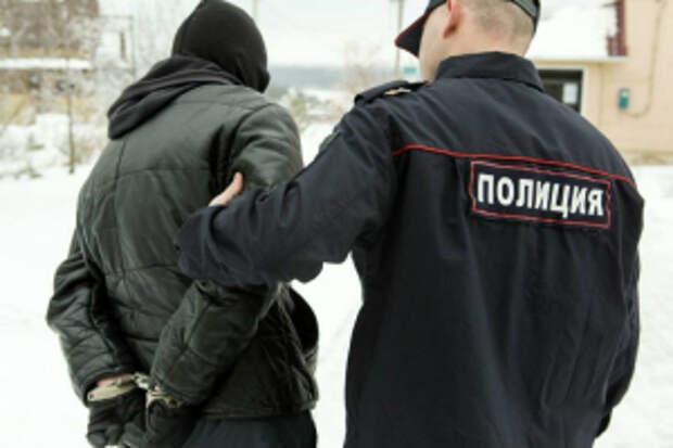 В Краснодарском крае полицейские задержали подозреваемого в ограблении ломбарда и кражах катализаторов из арендованных автомобилей