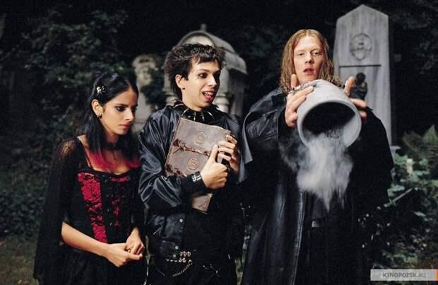 15 лучших комедий про зомби + один Zомбилэнд