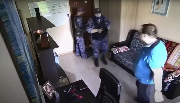 В Москве уволили росгвардейца, который угрожал мужчине подбросить наркотики в дом