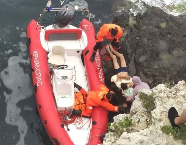 На мысе Тарханкут мужчина поскользнулся и упал с 15-метровой скалы