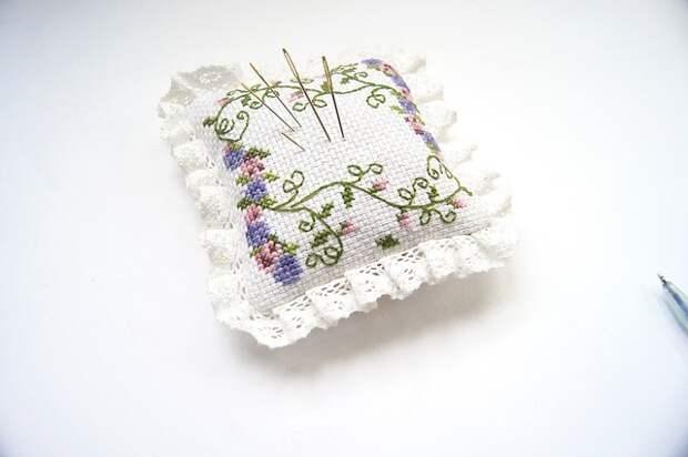 Игольница с вышивкой
