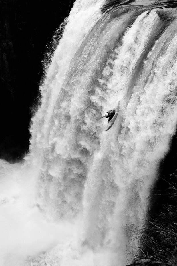 3 место в номинации «Фотографа года» среди профессионалов, 2020. «Падение». Автор Франсиско Лиши