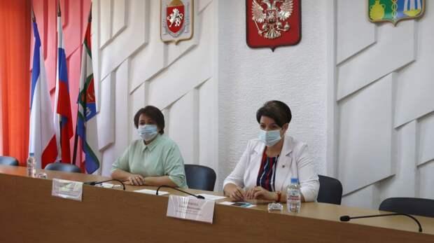 Глава администрации Кировского района Елена Янчуковапровела плановое аппаратное совещание