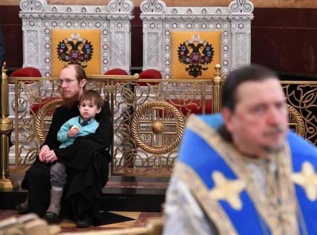 В РПЦ предложили законодательно запретить суррогатное материнство