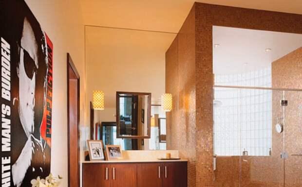 Интерьер одной из ванных комнат актера.   Фото: youtube.com.