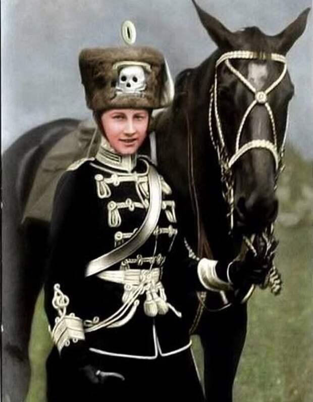 Принцесса Виктория-Луиза в мундире 2-го лейб-гусарского полка. 1909 год.
