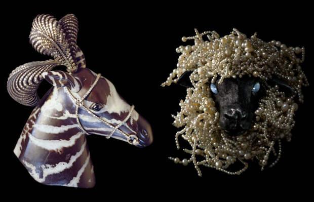 Чуть мрачноватые и экстравагантные броши с образами животных выполнены из необычных материалов.