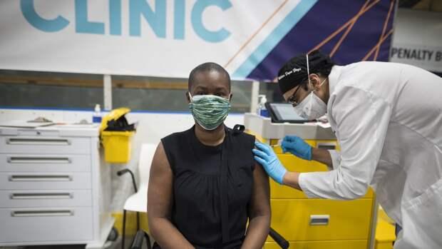 Более трети канадцев получили прививку от СOVID-19