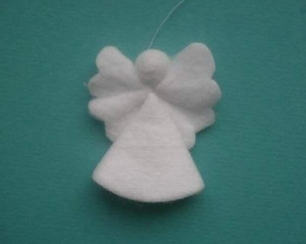 257938b7ac04 Рождественские ангелочки из ватных дисков. Мастер класс