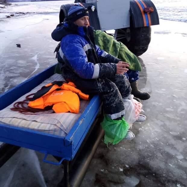 Двое рыбаков чудом спаслись, провалившись под лед в Удмуртии