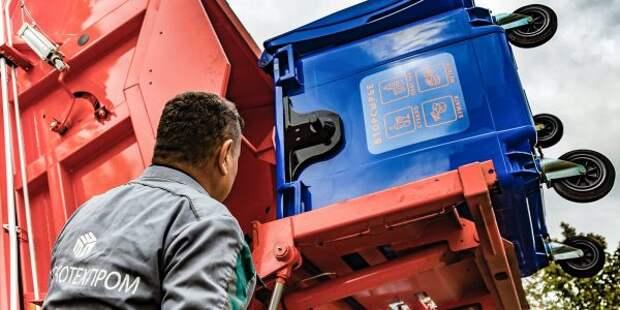 На Смольной появился дополнительный мусорный контейнер