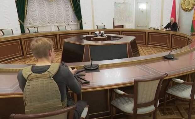 Оппозиция требует изучить факт передачи оружия 15-летнему сыну Лукашенко