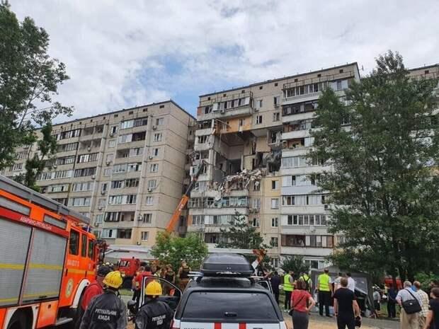 Взрыв в жилом доме в Киеве разрушил несколько этажей, есть жертвы