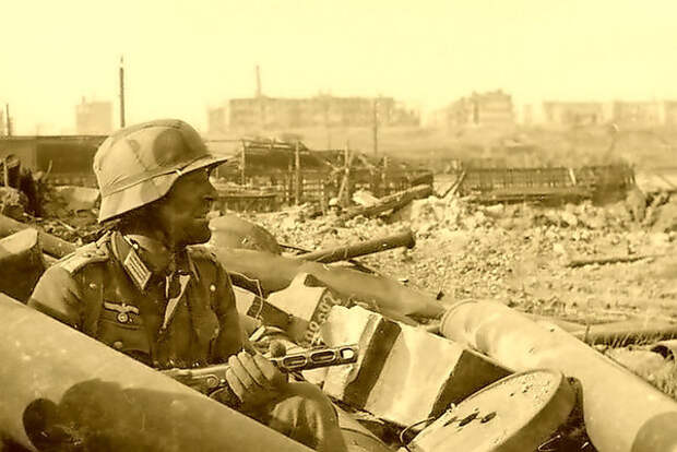 Из писем немецкого офицера: «Сначала была бравада, потом сомнения, спустя несколько месяцев испуг, а теперь - паника»