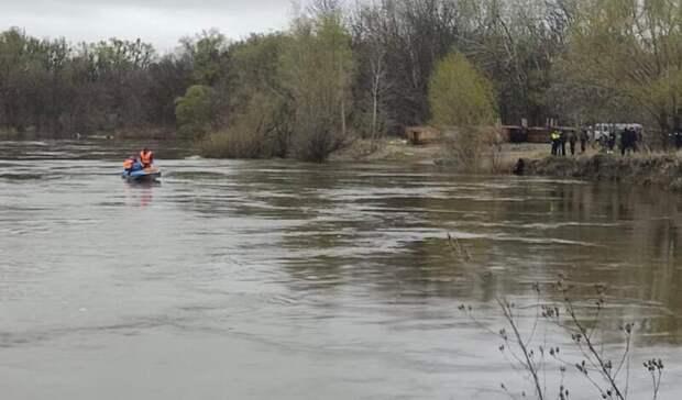 Под Волгоградом спасатели нашли утонувший автомобиль с пропавшей девушкой