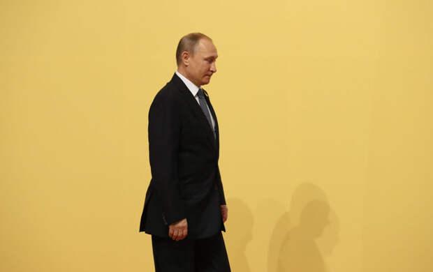 Владимир Путин удивлен, что граждане медлят с вакцинацией от COVID-19