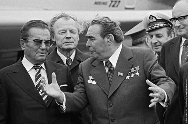 Почему Россия взяла на себя обязательства выплачивать долги СССР...