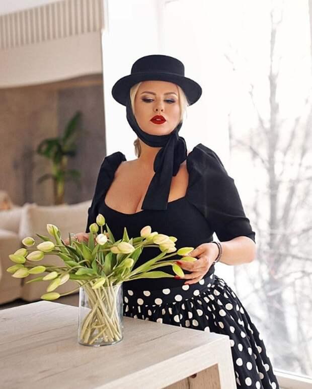 Как российские знаменитости поздравили женщин с 8 марта?