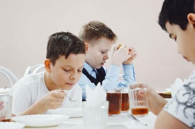 Кабмин перечислит на питание школьников еще более 127,7 млн рублей