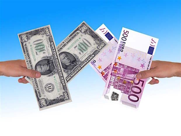 Банки ввезли в Россию максимальный с начала года объем валюты