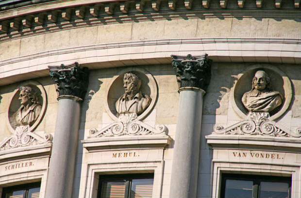 здание театра Бельгия