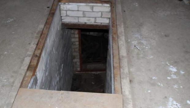 Спасатели вытащили женщину, упавшую в смотровую яму в гараже