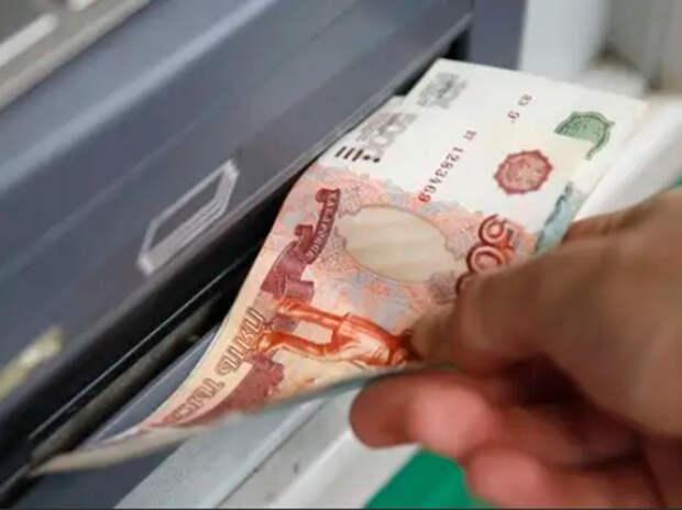 СМИ: банки запустят сервис по снятию денег с чужих карт