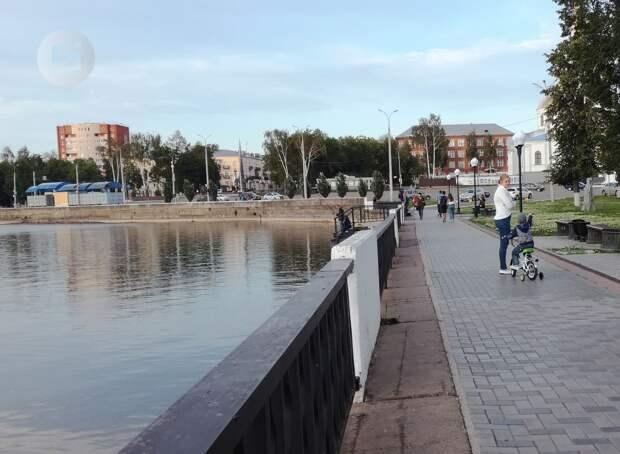 В Воткинске установили личность вандалов, сбросивших в пруд 9 чугунных урн