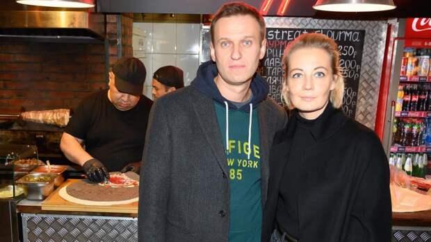 Жена Навального сделала селфи в автозаке