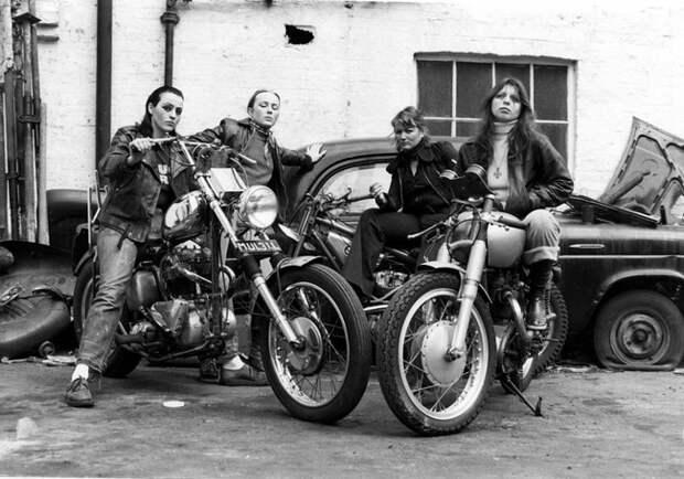 Члены мотоклуба Ангелы Ада