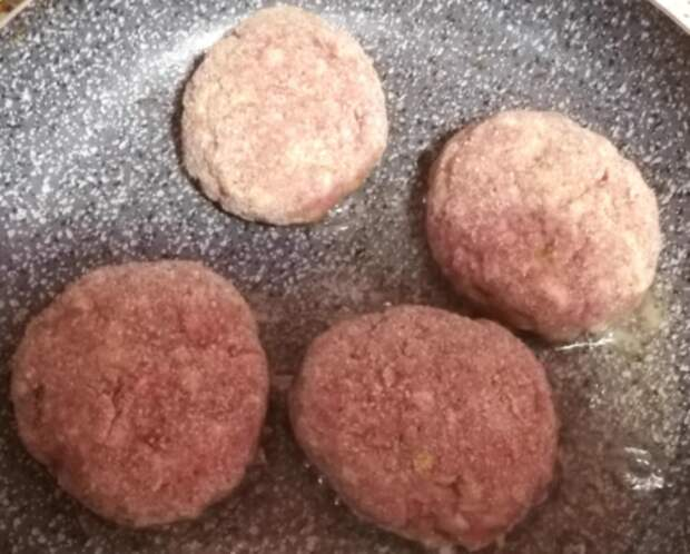 Подруга из Германии поделилась рецептом, как сделать котлеты еще вкуснее: котлеты «Немецкие»