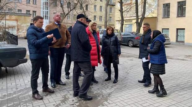 В Петербурге выписали штрафов на 4 млн рублей за плохое состояние дворов и подъездов