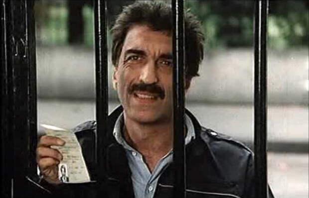"""Как менялся, сыгравший главную роль в трагикомедии """"Паспорт"""" актер Жерар Дармон, с течением времени."""