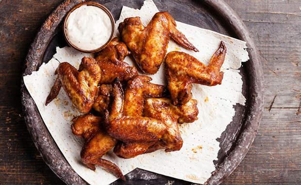 Куриные крылышки как из гриль-ресторана: маринуем в остром соевом соусе и жарим под крышкой