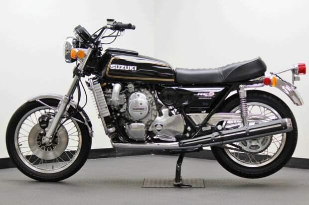Уникальная модель RE5 производилась всего 2 года (с 1974-го по 1976й), тем удивителен тот факт, что до наших дней сохранился абсолютно новый экземпляр с пробегом 0 миль. suzuki, мото, мотоцикл, рпд