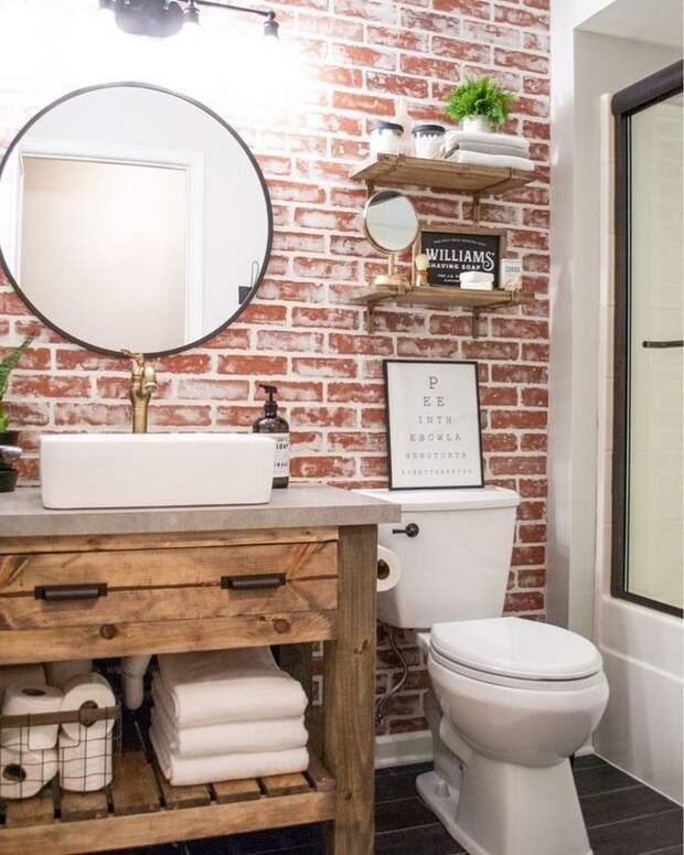 Стильная кирпичная кладка в ванной комнате