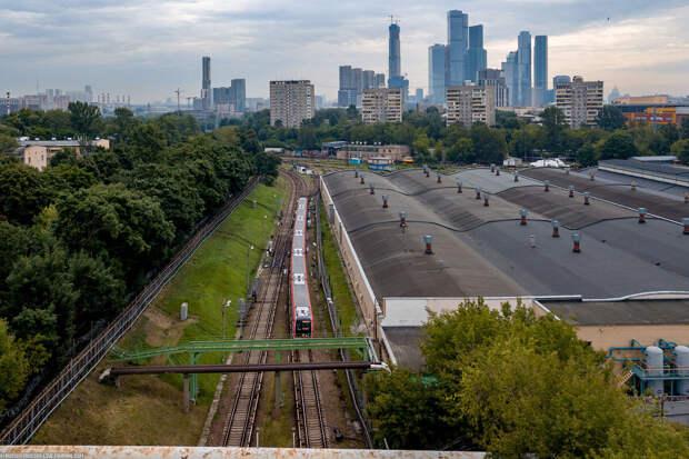 Почему большая часть Филёвской линии метро находится на поверхности