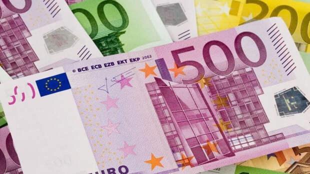 Курс евро впервые с 17 марта опустился до 87 рублей