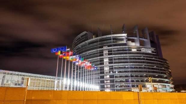 """""""Загнать Россию назад"""": в ЕС определили главную цель сотрудничества с НАТО"""
