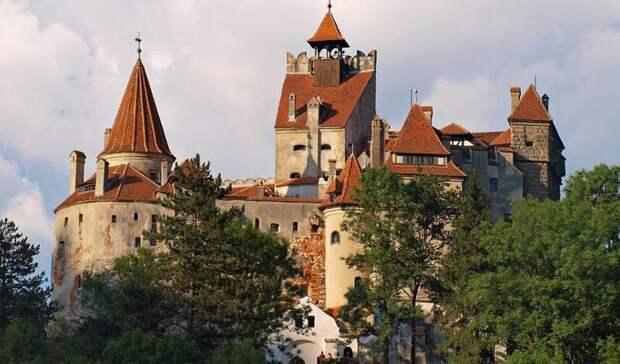 Вампиры в помощь! В замке Дракулы открыт центр вакцинации от ковида