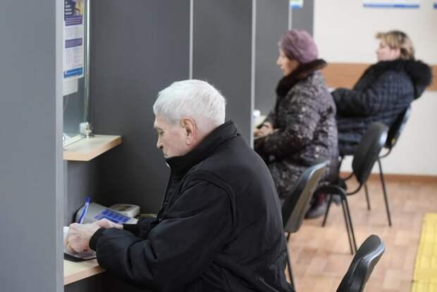 Каким пенсионерам необходимо срочно обратиться в ПФР, чтобы не лишиться пенсий летом