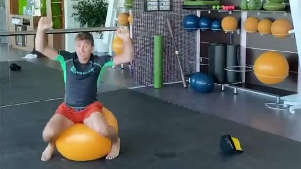 Ягудин спародировал гимнасток Мамун и Кудрявцеву в смешном видео с фитболом