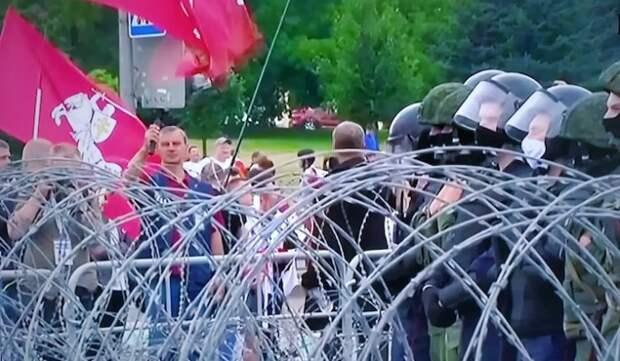 Политолог объяснил решение Лукашенко о стрельбе по протестующим