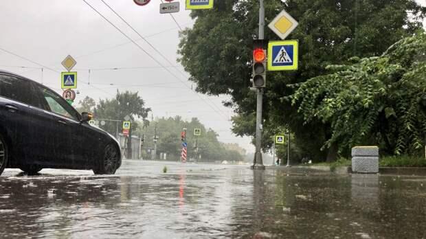 МЧС предупредило о граде и ливнях в Петербурге