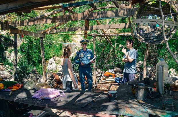 Спасатели нашли на мысе Фиолент незаконную баню и хижины
